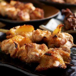 焼き鳥をはじめ人気の鶏料理が食べ放題で楽しめる中野の居酒屋「とりいちず」